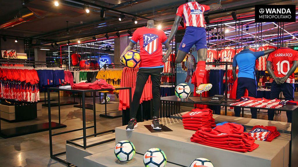 Varios encapuchados desvalijan la tienda oficial del Atlético de Madrid en el Metropolitano tras un espectacular alunizaje