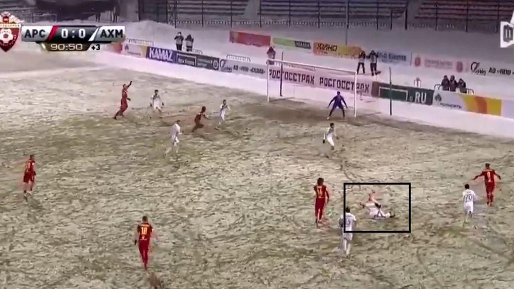 El gol más antideportivo del año: marca en el minuto 91 tras quitarle el balón a un jugador lesionado