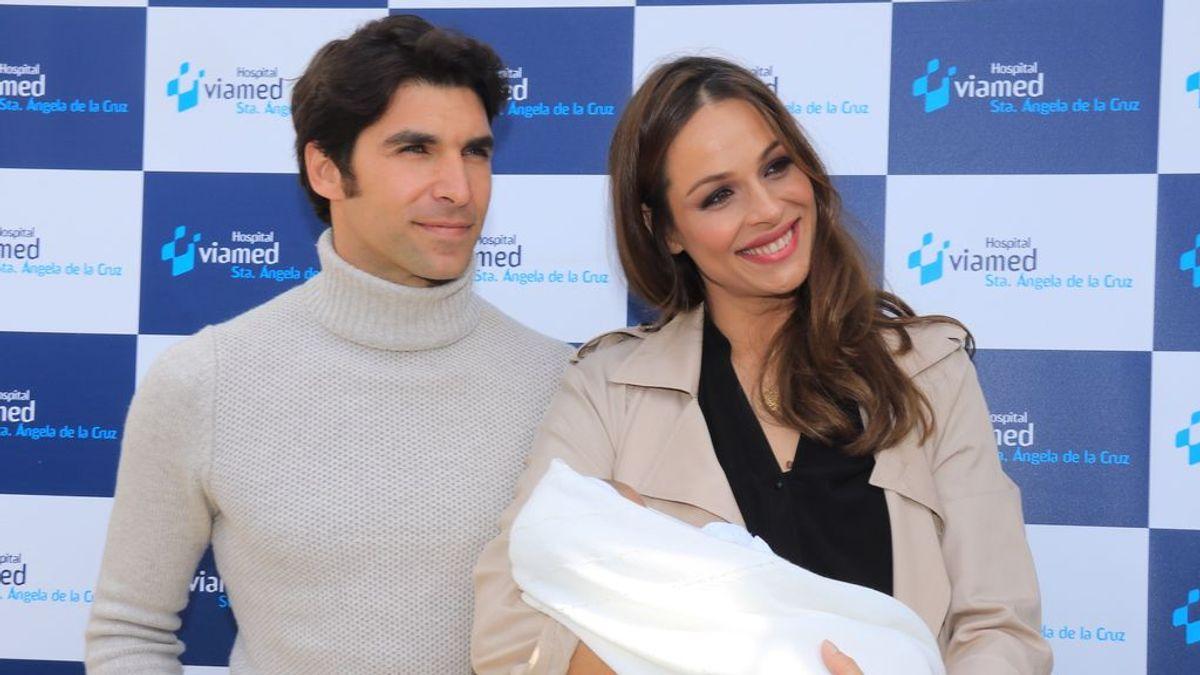 """Eva González sale del hospital con su hijo Cayetano: """"Tengo un recuerdo del parto maravilloso"""""""