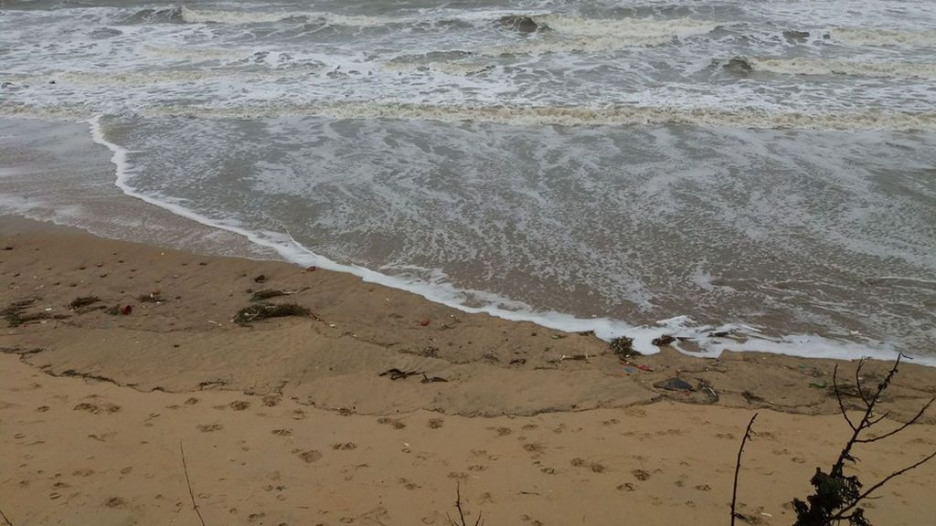Hallan el cadáver de una persona en una playa de Rota, Cádiz