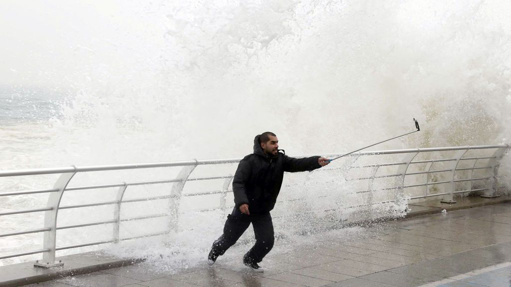 ¡Cuidado 'instagramers'!: Félix llega con olas de hasta siete metros este fin de semana