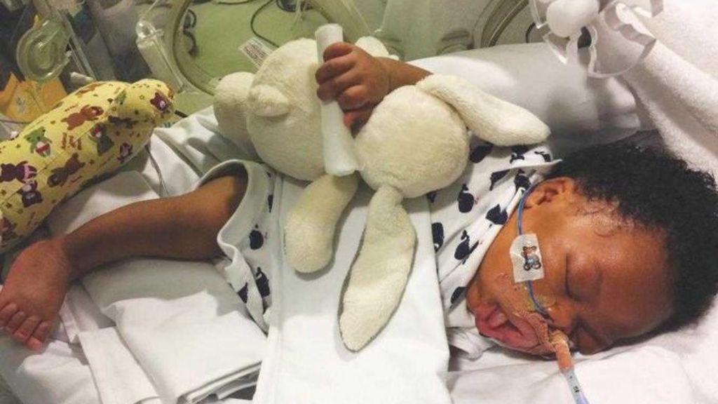 """""""Siento no haber podido protegerte"""": Muere su bebé tras desconectarle el soporte vital"""