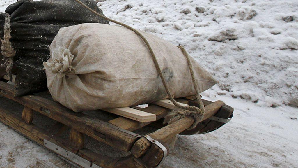Encuentran una bolsa llena de 54 manos humanas cortadas en Rusia