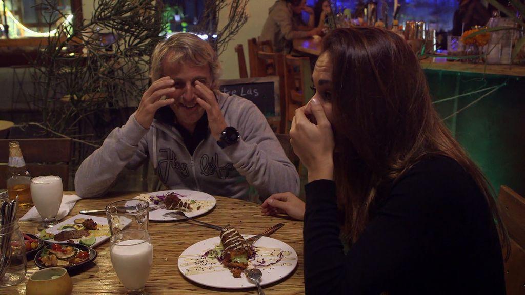 """Calleja y Lara ponen a prueba su estómago con el picante de Tijuana: """"Si masticas vas a morir, loco"""""""