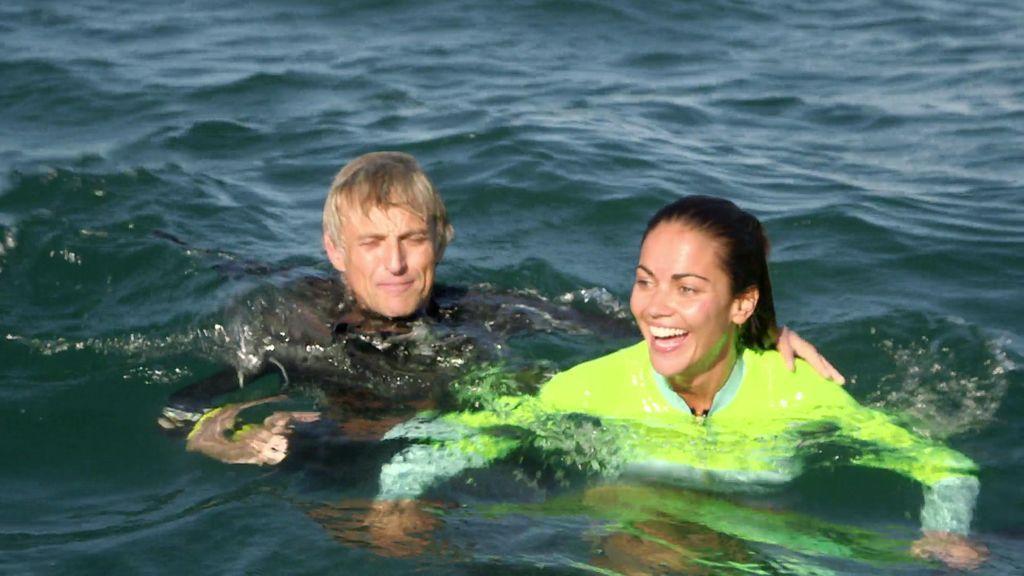 ¡Tiburón a la vista! Lara Álvarez vence su miedo a los peces nadando junto a un tiburón ballena