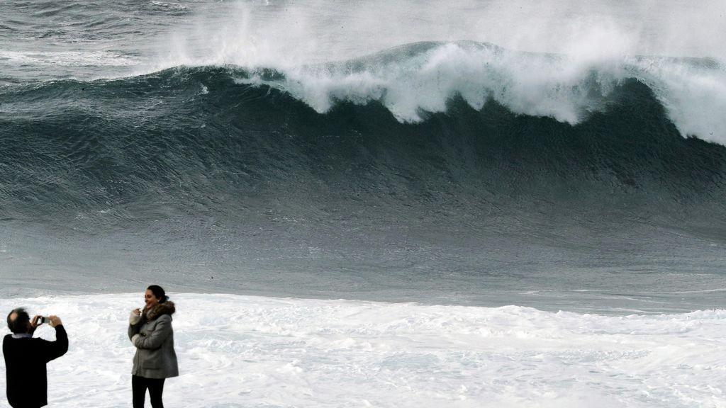 'Félix' pone en alerta roja la costa atlántica: vientos de 140 km/h