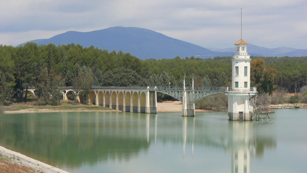 Investigan la aparición de un cadáver flotando en el pantano de Cubillas (Granada)