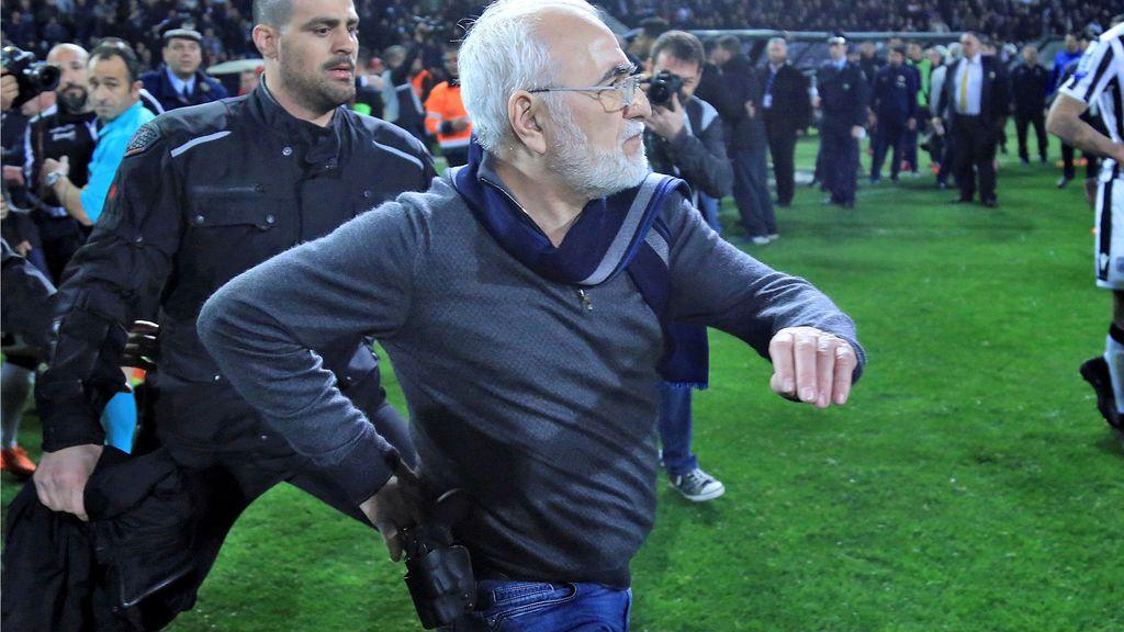 Grecia suspende la Liga de fútbol y ordena la detención del presidente del PAOK por entrar al césped con una pistola