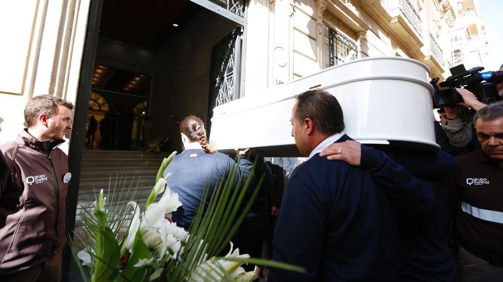 El féretro de Gabriel llega a la Diputación de Almería
