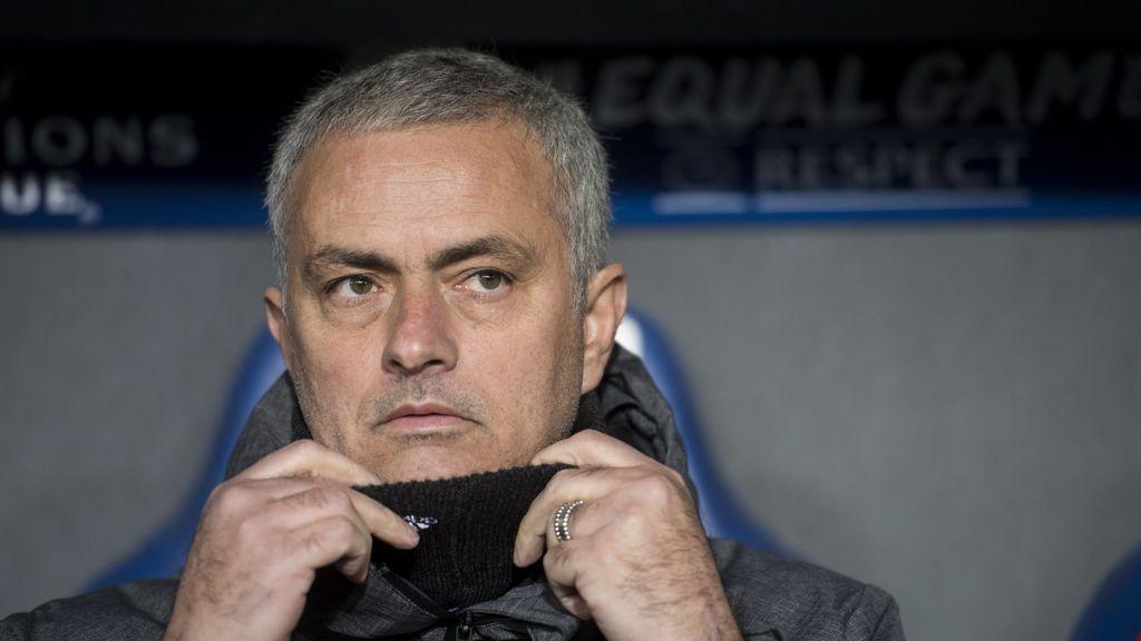 """José Mourinho contesta a Frank de Boer: """"Ha sido el peor entrenador en la historia de la Premier League"""""""