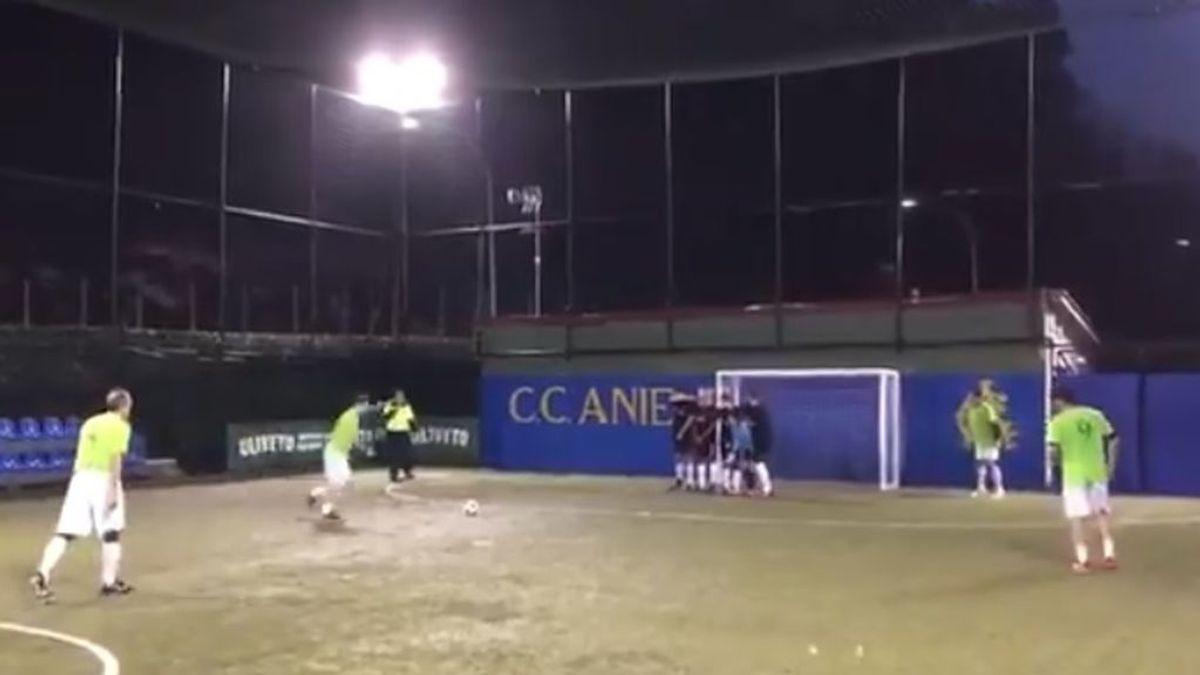 La calidad nunca se pierde: el 'golazo' de Totti en un partido de exhibición