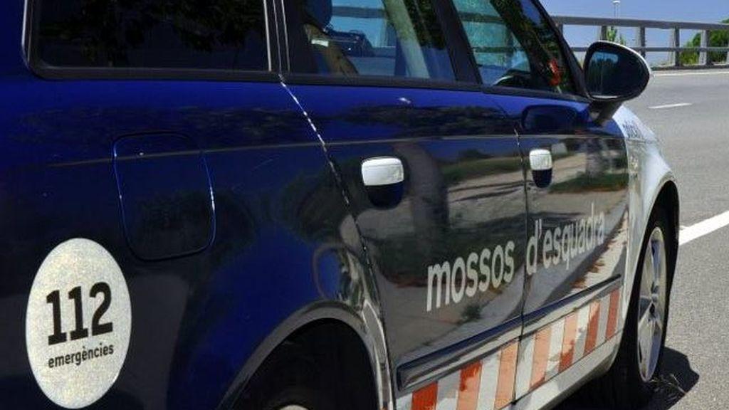 Mueren un hombre y un menor al chocar su moto con un camión en Barcelona