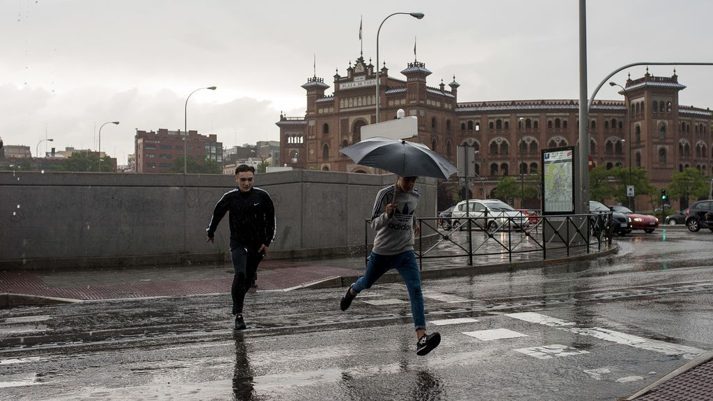 La borrasca 'Gisele' traerá lluvia, fuertes vientos y olas de hasta 6 metros