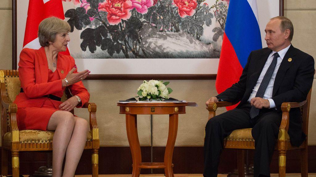 Crece la tensión con el Kremlin: Hallan a un exiliado ruso muerto en su casa en Reino Unido