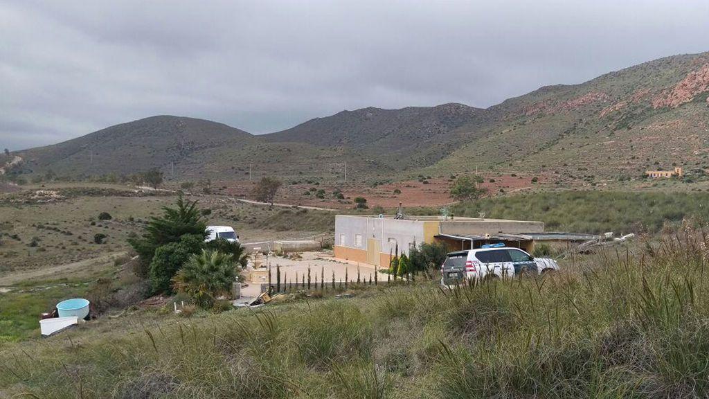 La Policía científica vuelve a la finca de Rodalquilar, de donde Ana Julia sacó el cuerpo de Gabriel Cruz