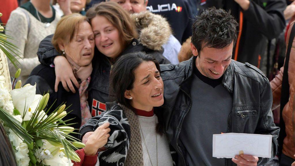 La familia de Gabriel arropa a Patricia y Ángel