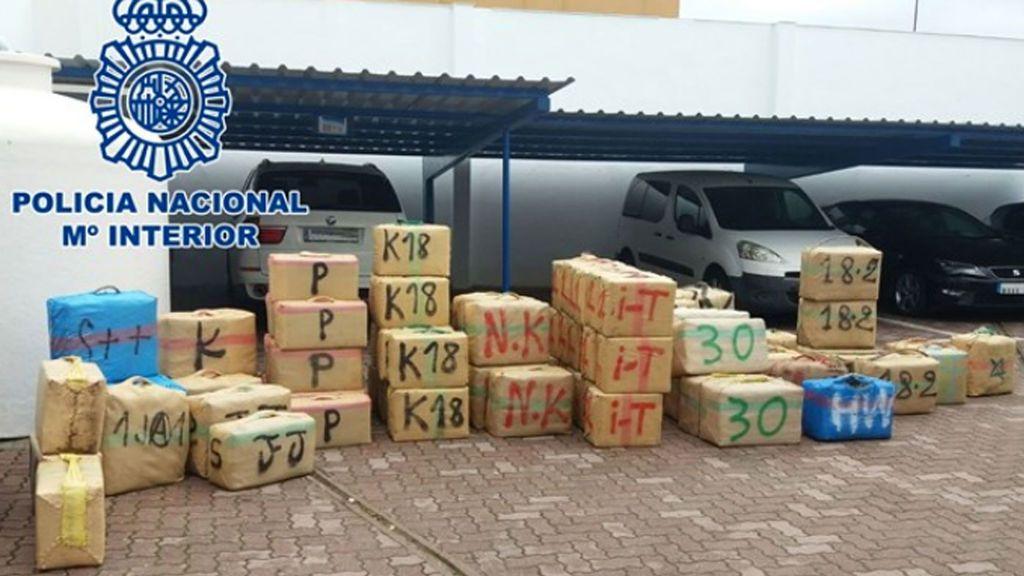 Intervenidos 2.500 kilos de hachís en una playa de La Línea