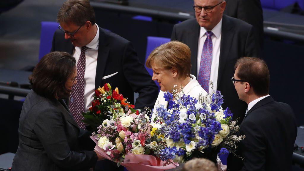 Angela Merkel es reelegida canciller