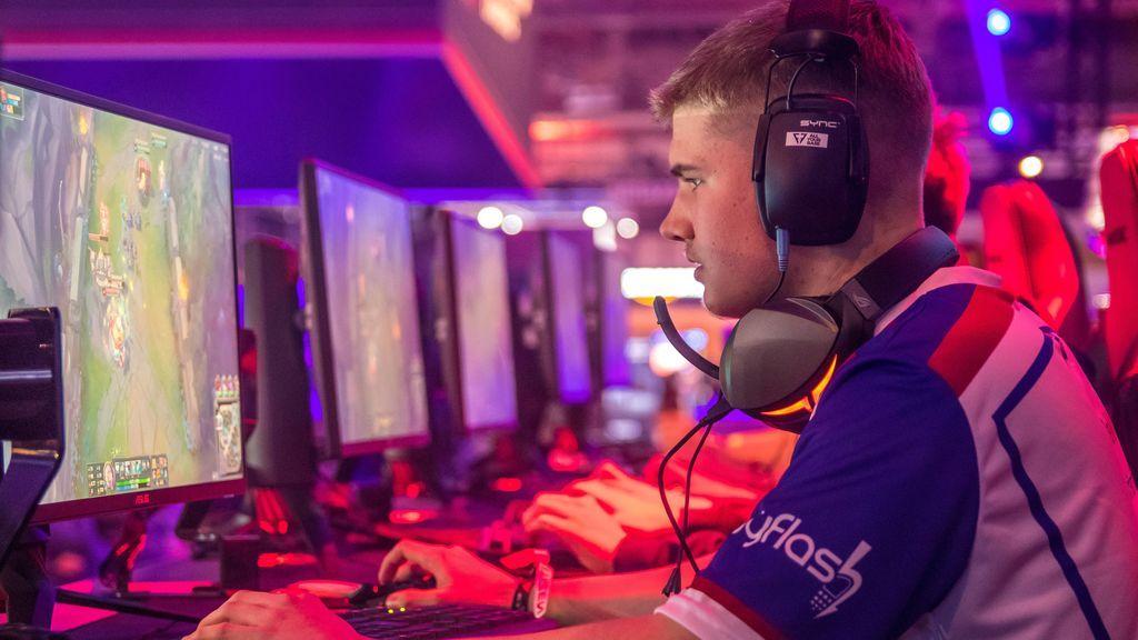 De hobby a profesión: cinco claves para convertirte en jugador profesional de 'eSports'