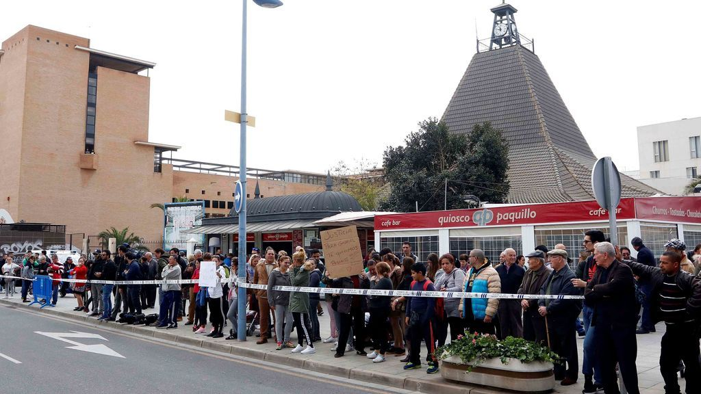 "Gritos de ""asesina"" frente a los juzgados donde se encuentra Ana Julia"