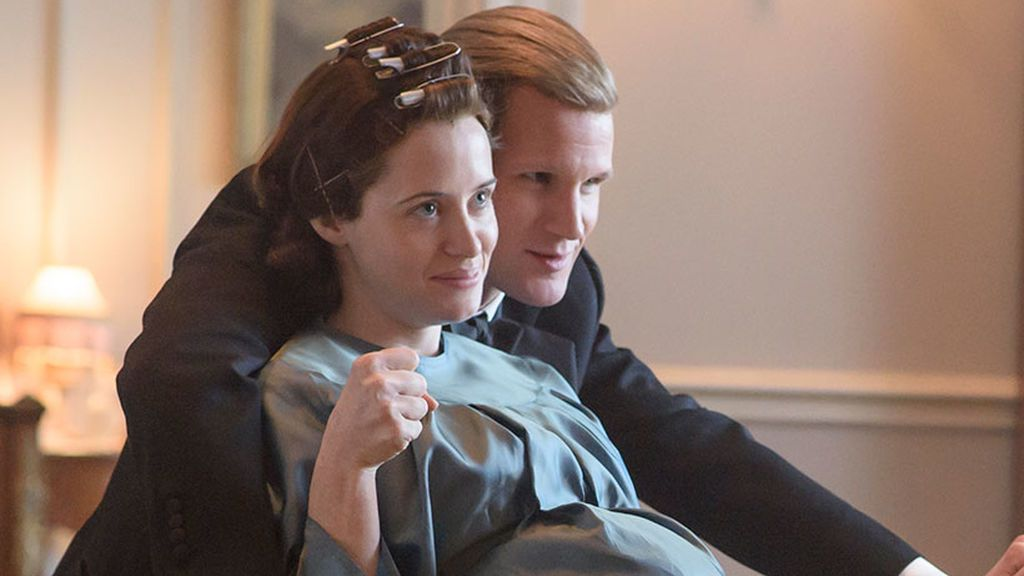 Claire Foy en el papel de la reina Isabel II y Matt Smith como Felipe de Edimburgo, en la segunda temporada de 'The Crown'.