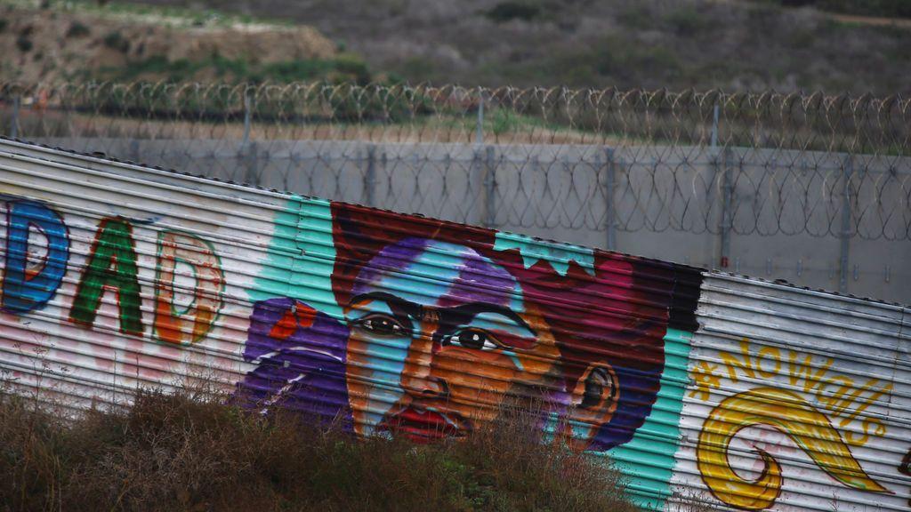 Frida Kahlo pintada en el muro que separa México de Estados Unidos