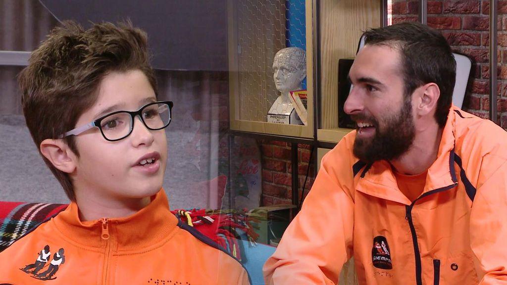 Hugo y Alberto, esquiador ciego de nueve años y su guía, unidos por una conexión muy especial