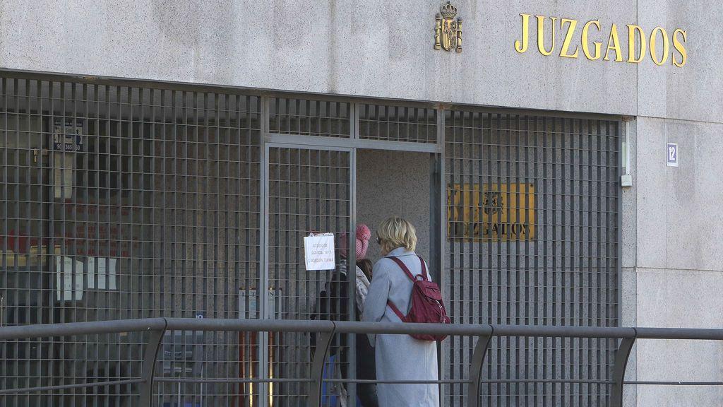 Piden 21 años de cárcel por intentar tirarse desde una ventana con su hija de 2 años
