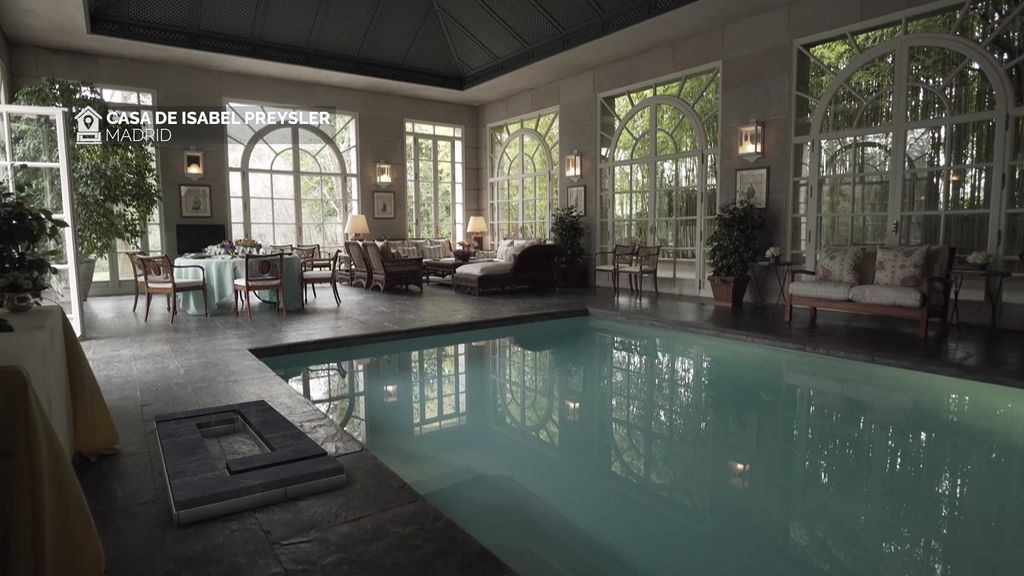 Piscina interior, gran salón... así es la casa de Isabel Preysler por dentro, foto a foto