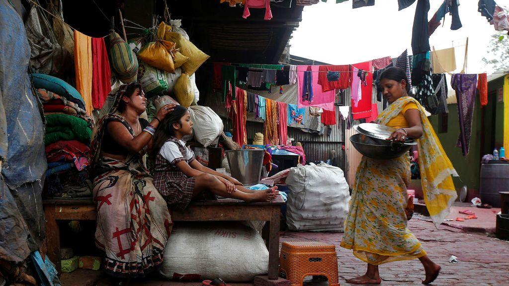 Una imagen cotidiana en un barrio de la India