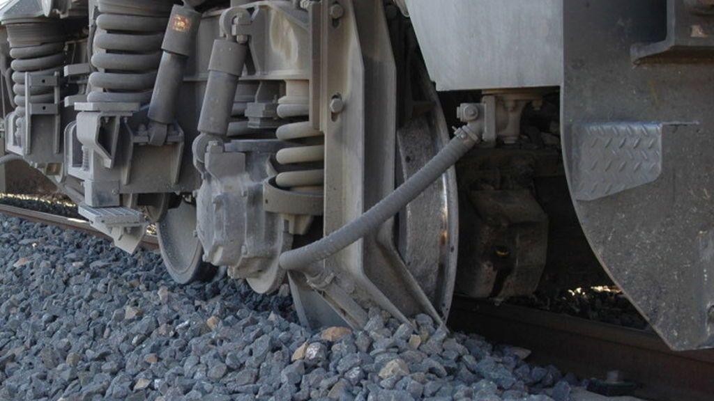 Descarrila un tren a su paso por Monforte y resulta herido un maquinista