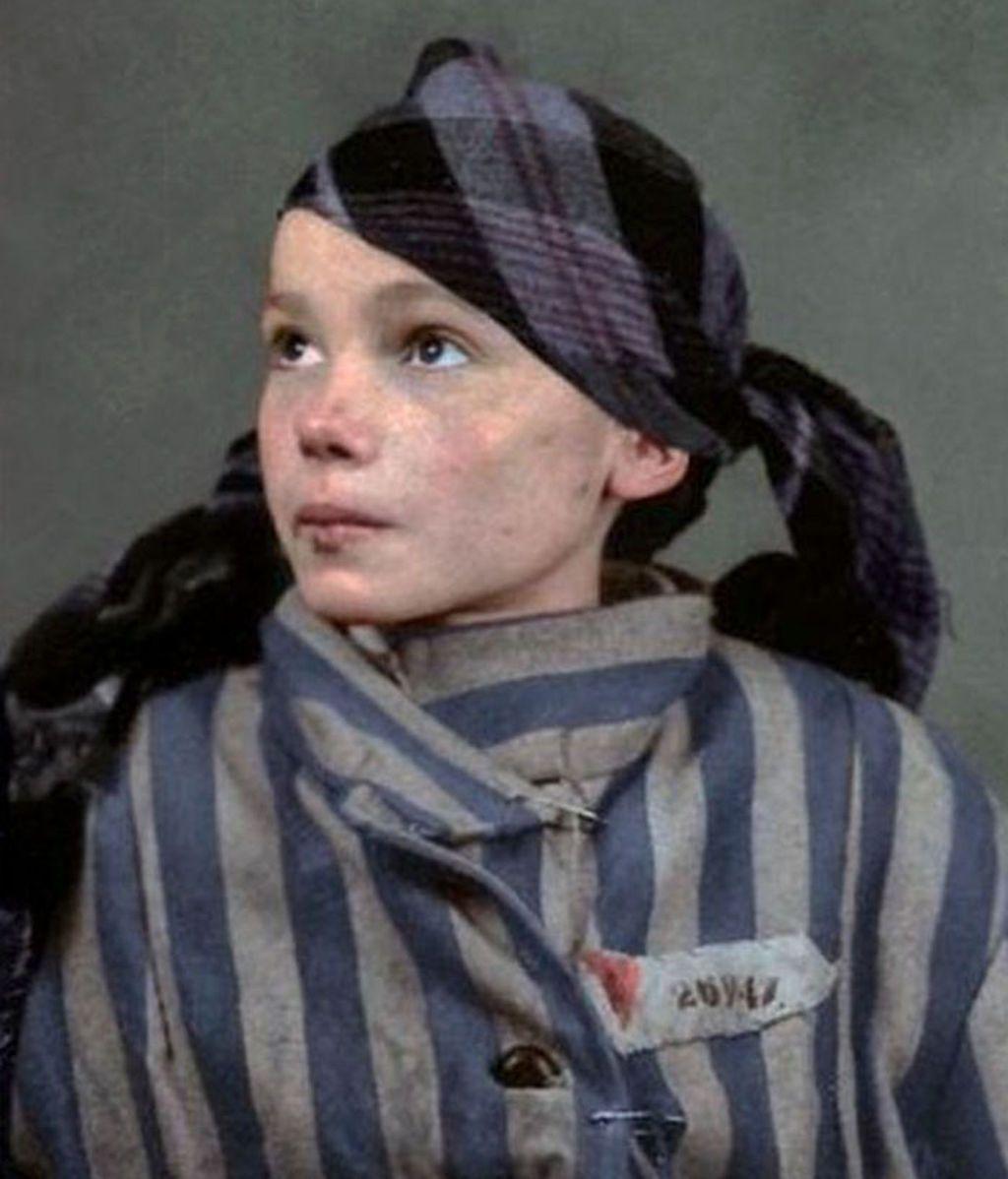 Una artista brasileña homenajea a una víctima de Auschwitz con una foto