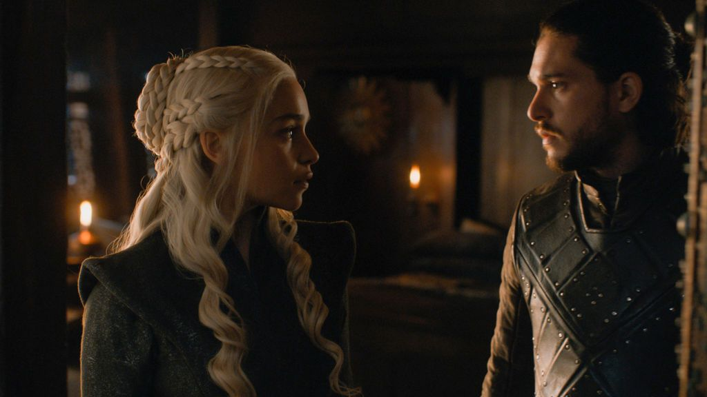 KIt Harington y Emilia Clarke interpretan a Jon Snow y Daenerys Targaryen en la serie 'Juego de Tronos'.