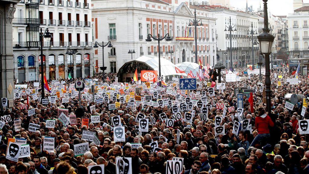 """Una multitudinaria manifestación recorre el centro de Madrid para reclamar """"una pensión justa"""""""