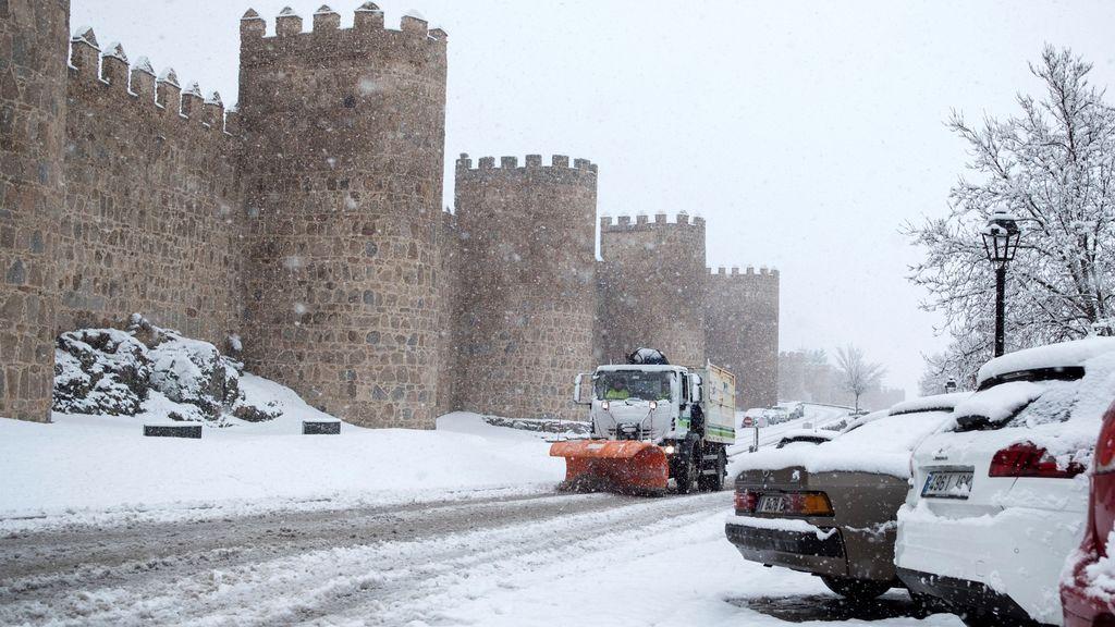 La nieve impide circular a camiones en vías de la red principal de Ávila, Salamanca, Segovia y Valladolid