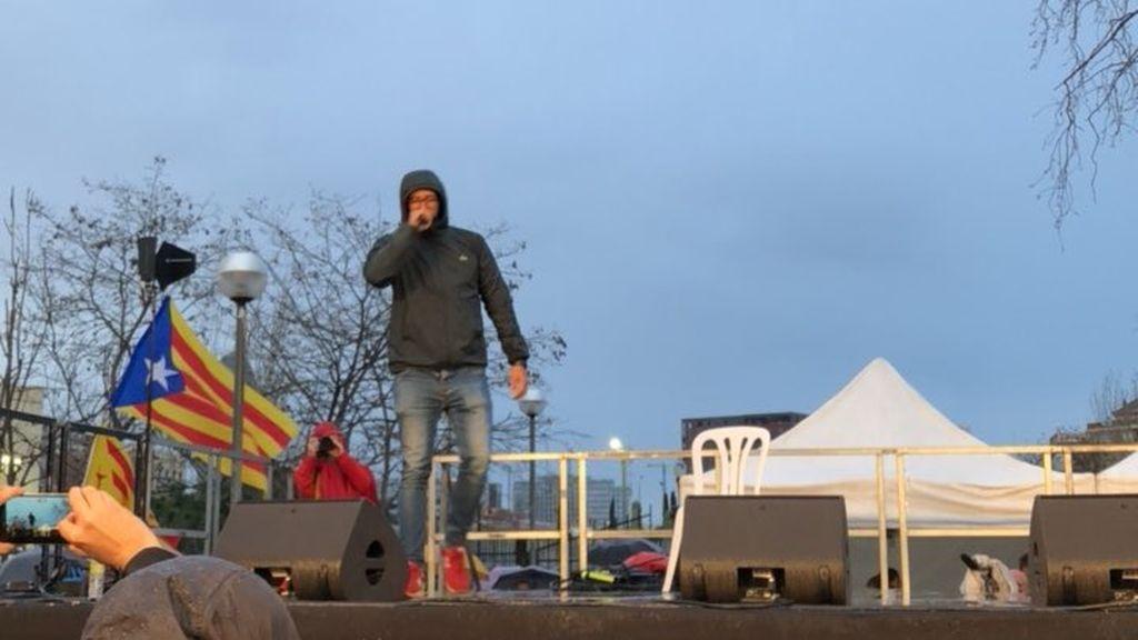 Valtonyc actúa en la manifestación en defensa de la escuela catalana