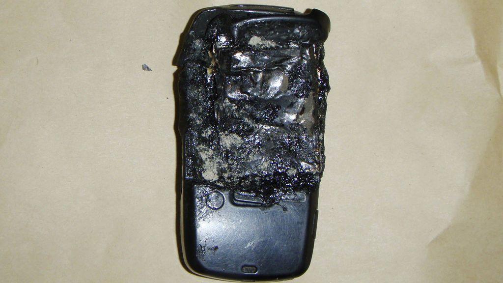 Una joven muere al explotarle el móvil mientras hablaba