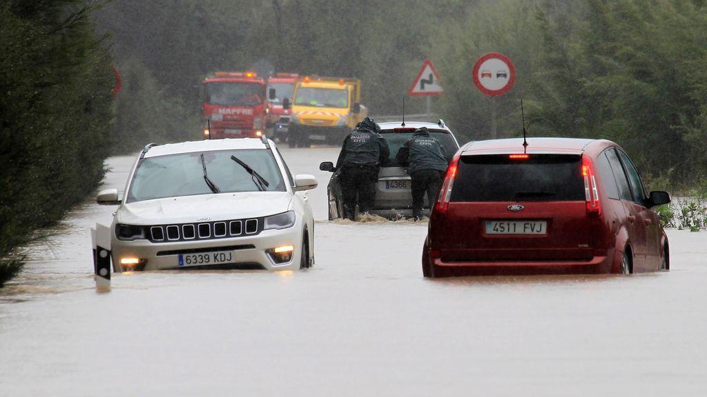 Una treintena de carreteras cortadas por el temporal, la mayoría por inundaciones