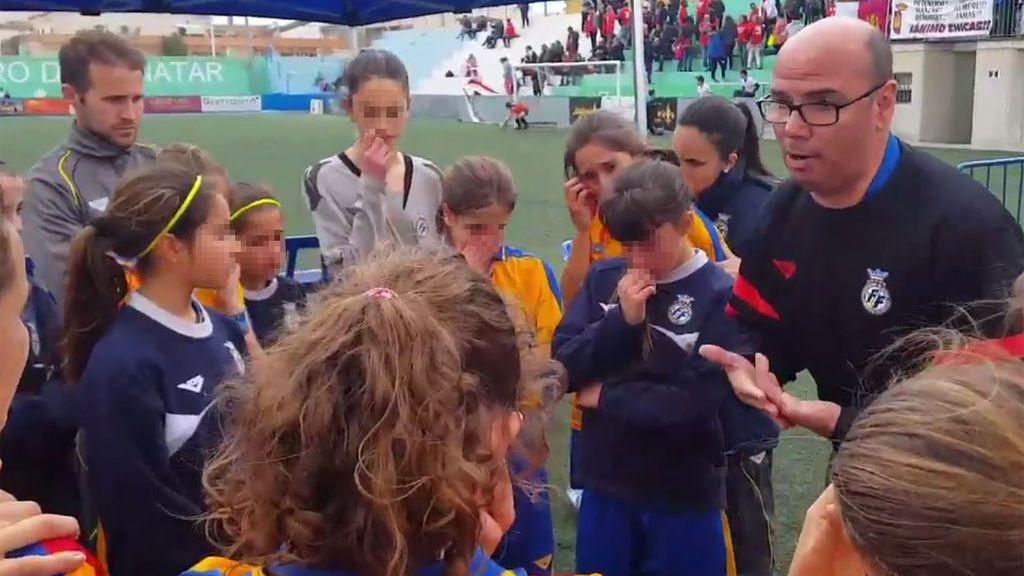 """Caen eliminadas en cuartos y su entrenador les da un discurso que nunca olvidarán: """"El fútbol tiene dos caras y hoy hemos vivido la mala"""""""