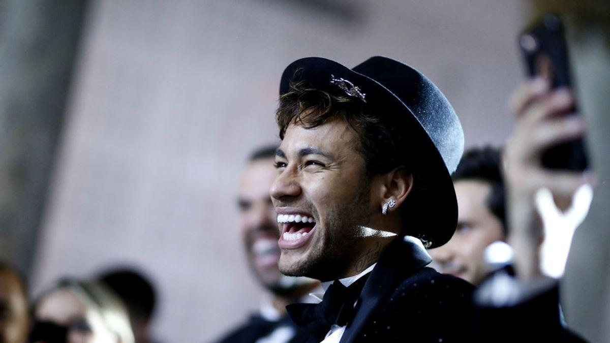 Neymar, sin muletas y dándolo todo en la primera de las fiestas de cumpleaños de su hermana
