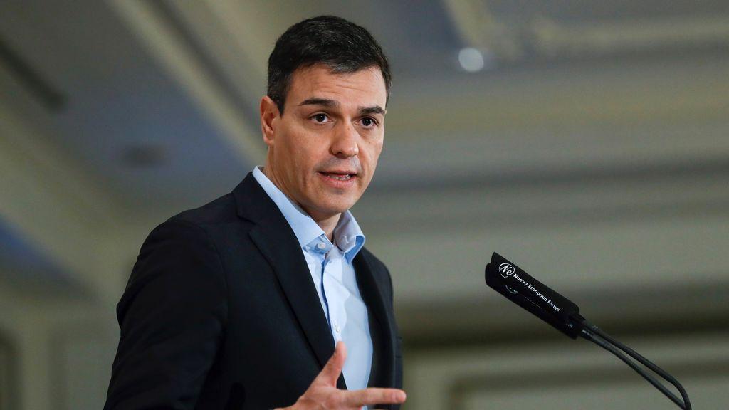 Senadores del PSOE, molestos con el anuncio de Pedro Sánchez de rebajarles el sueldo
