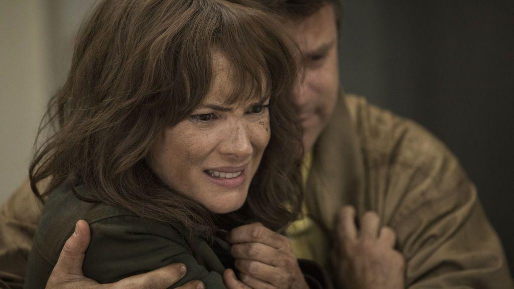 Winona Ryder (Joyce Byers), en la segunda temporada de 'Stranger things'.