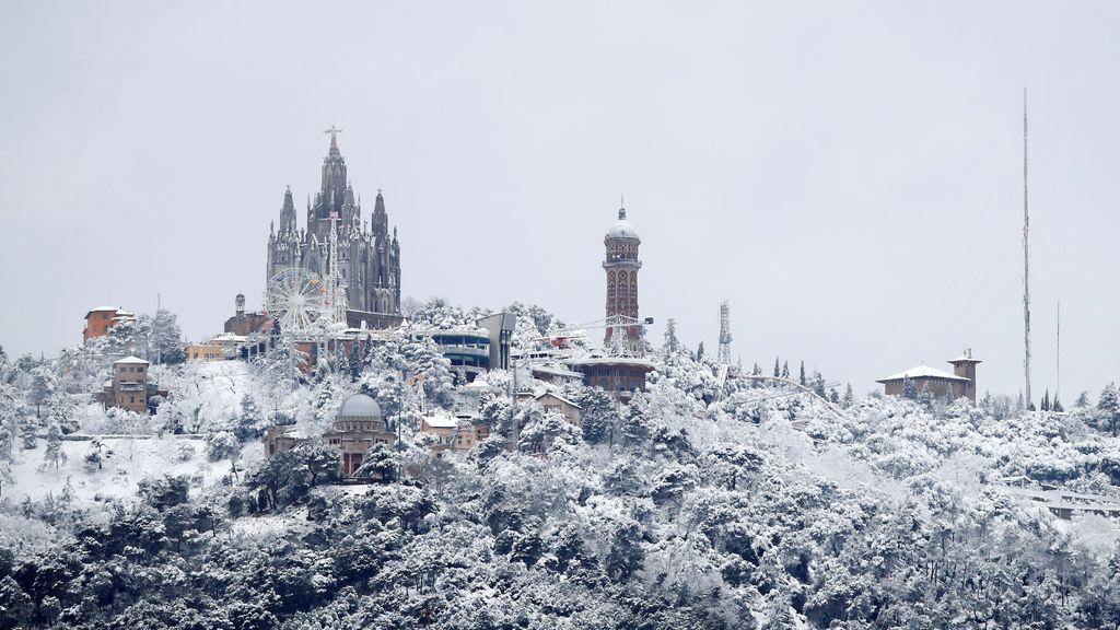 La nieve cubre de blanco Barcelona