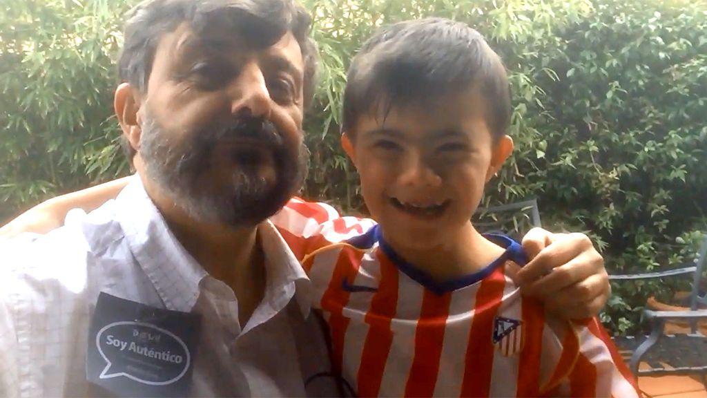 """Nicolás, hincha del Madrid con síndrome de Down, vacila a su padre, fan del Atleti: """"¡Hala Madrid!"""""""