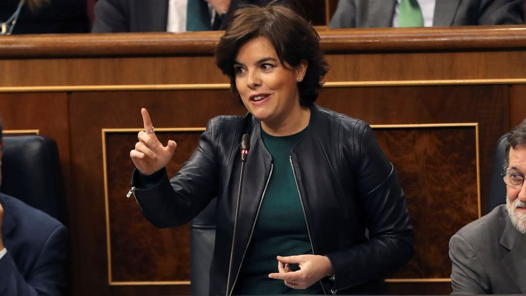 """Sáenz de Santamaría señala a Podemos como """"pionero en la censura"""""""