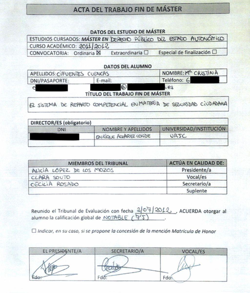 Cifuentes aporta la documentación sobre su máster donde se recoge que hubo un error administrativo