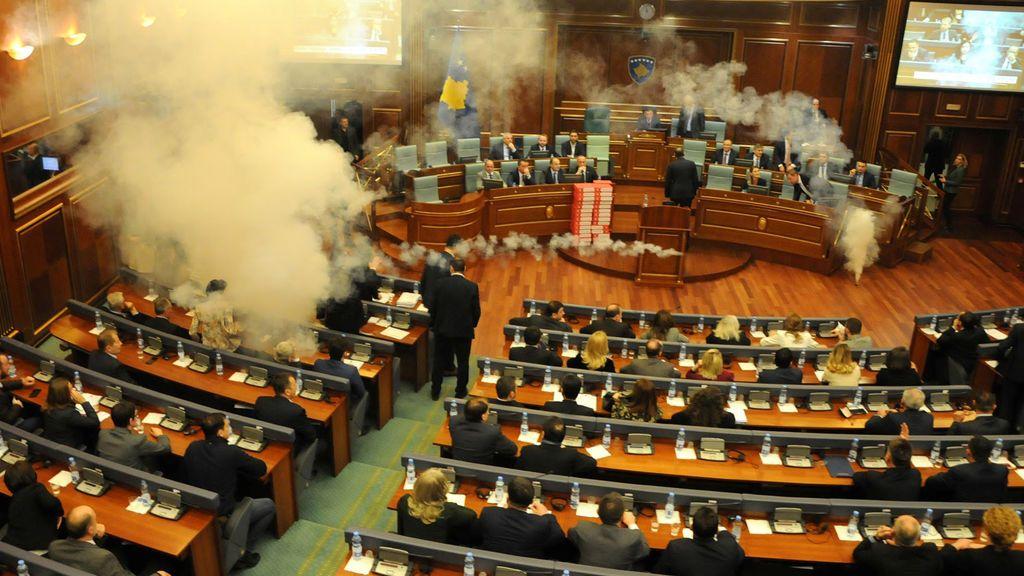 Gas lacrimógeno en el Parlamento