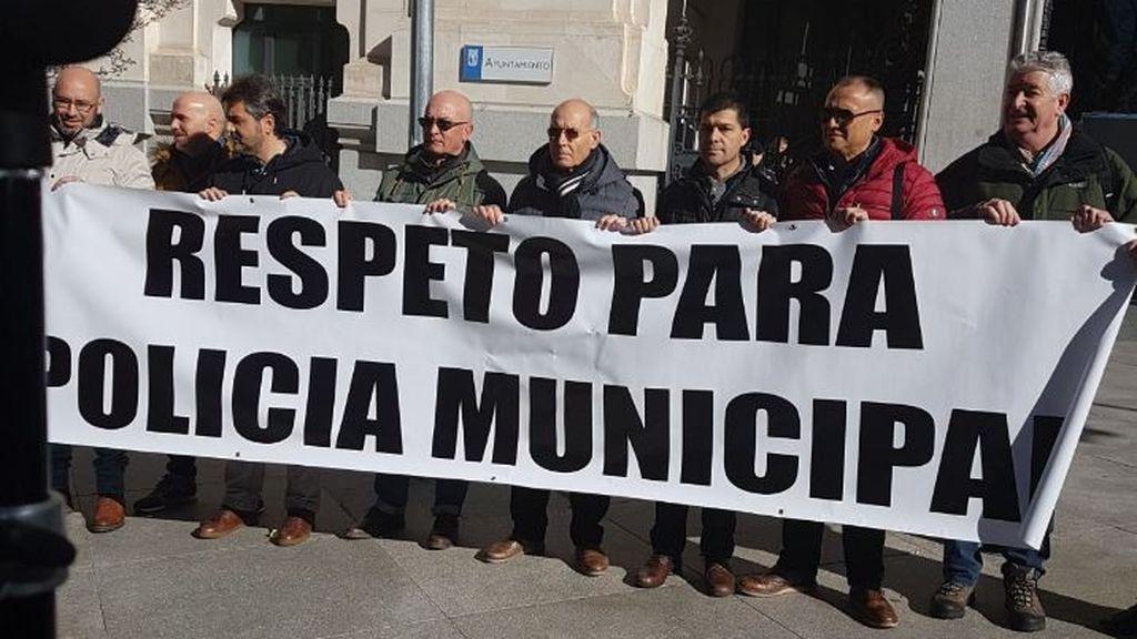 """Policías de Madrid piden ante Cibeles """"respeto"""" a su trabajo y la dimisión de Barbero por """"echar más leña al fuego"""""""
