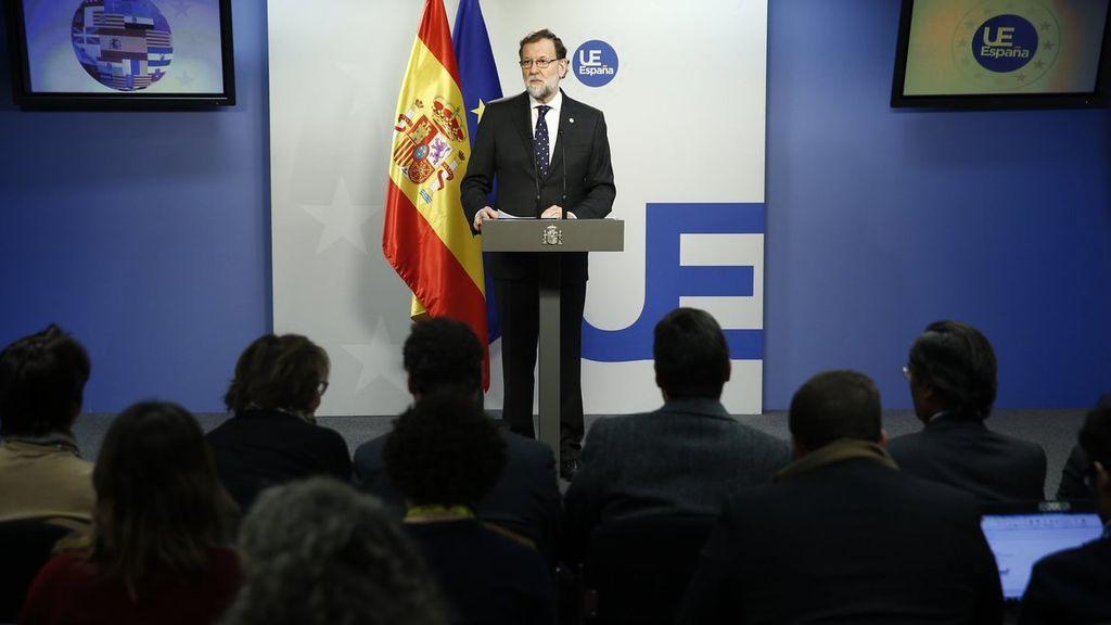 """Rajoy expresa su deseo de recuperar la """"normalidad institucional, económica y social"""" en Cataluña"""