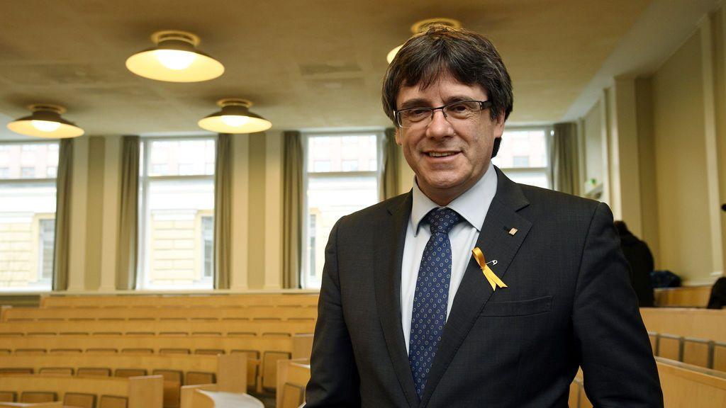 """Puigdemont pide firmeza, serenidad y la implicación de """"todos"""" frente al Estado"""
